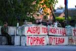 Vitajte v pekle – nápis na povstaleckých barikádach. Zdroj: www.rbc.ru