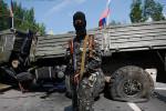 Príslušník Ruskej pravoslávnej armády na kontrolnom bode na príjazdovej ceste do Donecka. Zdroj: www.topwar.ru