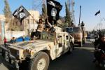 Bojovníci ISIL na ukoristenom automobile Hummer. Zdroj: rt.com