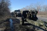 Odsun ťažkej vojenskej techniky doneckých síl. Zdroj: www.rian.com.ua
