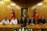 Turecký prezident Erdogan pod portrétom otca sekulárnej republiky Atatürka. Zdroj: RIA.ru