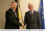 Aliaksandr Milinkievič (vľavo) s Hansom-Gertom Pötteringom (vpravo). Zdroj: www.epp-ed.eu