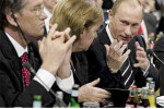 Viktor Juščenko, Angela Merkelová a Vladimír Putin. Zdroj: www.danas.co.yu