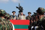 Igor Smirnov (uprostred), Stanislav Chazhejev (vľavo) a Valentin Varennikov (vpravo). Zdroj: www.nr2.ru