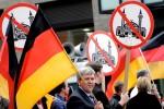 Účastníci protiislamského protestu v Nemecku. Zdroj: www..occupy.com
