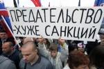 Zrada je horšia než sankcie. Aj takého heslá sa objavujú na demonštráciách v Rusku. Zdroj: www.topwar.ru