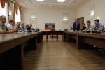 Mierové rokovania pod vlajkou Doneckej ľudovej republiky. Zdroj: www.vedomosti.ru
