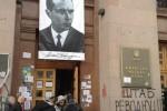 Portrét vodcu Ukrajinskej povstaleckej armády Stefana Banderu na budove Kyjevskej mestskej rady. Zdroj: www.polemika.com.ua