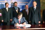 Prezident Tadžikistanu Emomali Rachmonov podpisuje dohodu o potláčaní jadrového terorizmu. Zdroj: www.un.org