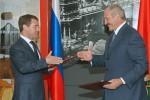 Prezidenti Ruska a Bieloruska Dmitrij Medvedev (v¾avo) a Aleksandr Lukašenko (vpravo). Zdroj: http://www.daylife.com