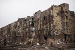 Zničená budova v Donecku. Zdroj: www.informator.lg.ua